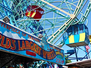 Der Freizeitpark Deno's Wonder Wheel Amusement Park in Brooklyn, New York © Denos Wonder Wheel