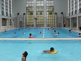 Schwimmer- und Nichtschwimmerbecken im Stadtbad Schöneberg. © Berliner Bäder-Betriebe