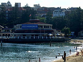 Oceanworld Manly liegt direkt am Strand © James Cridland